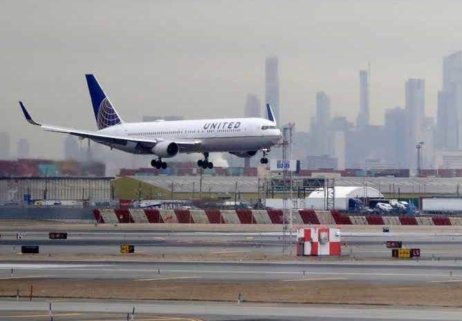 Packed United flight leaves passengers 'scared,' 'shocked' amid fears of the coronavirus